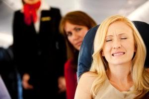 Женщина мучается