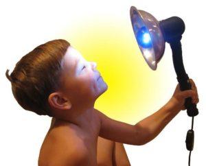 Мальчик и синяя лампа