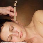 Свечка в ухе у женщины