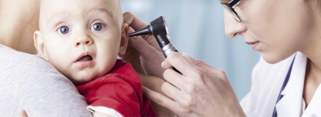 Как проверить уши на отит. Как понять, что у ребенка болят уши: симптомы и возможные причины недомогания